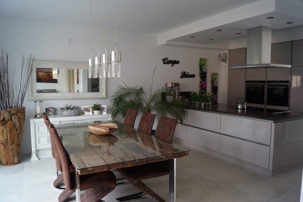 Villa mit Zeltdach-003